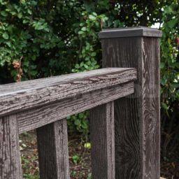ограждение из ДПК с текстурой дерева