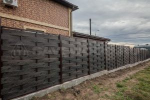 плетеный забор из планки ДПК